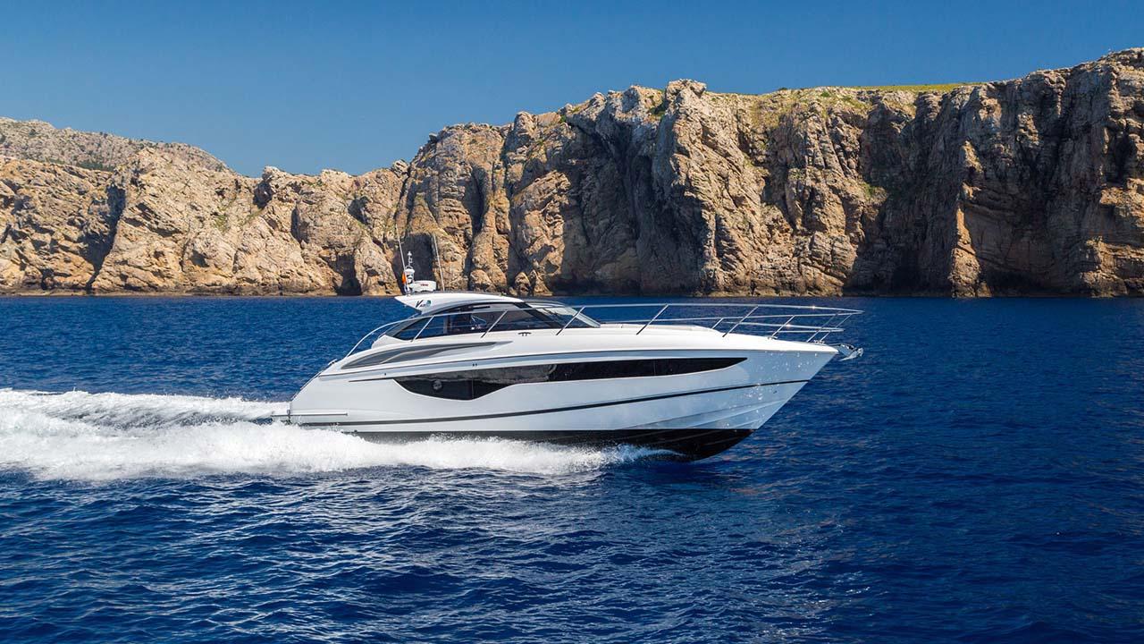 1-v40-exterior-white-hull-3a
