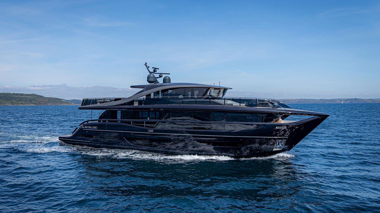 1-x95-exterior-blue-hull-sea-trial-1
