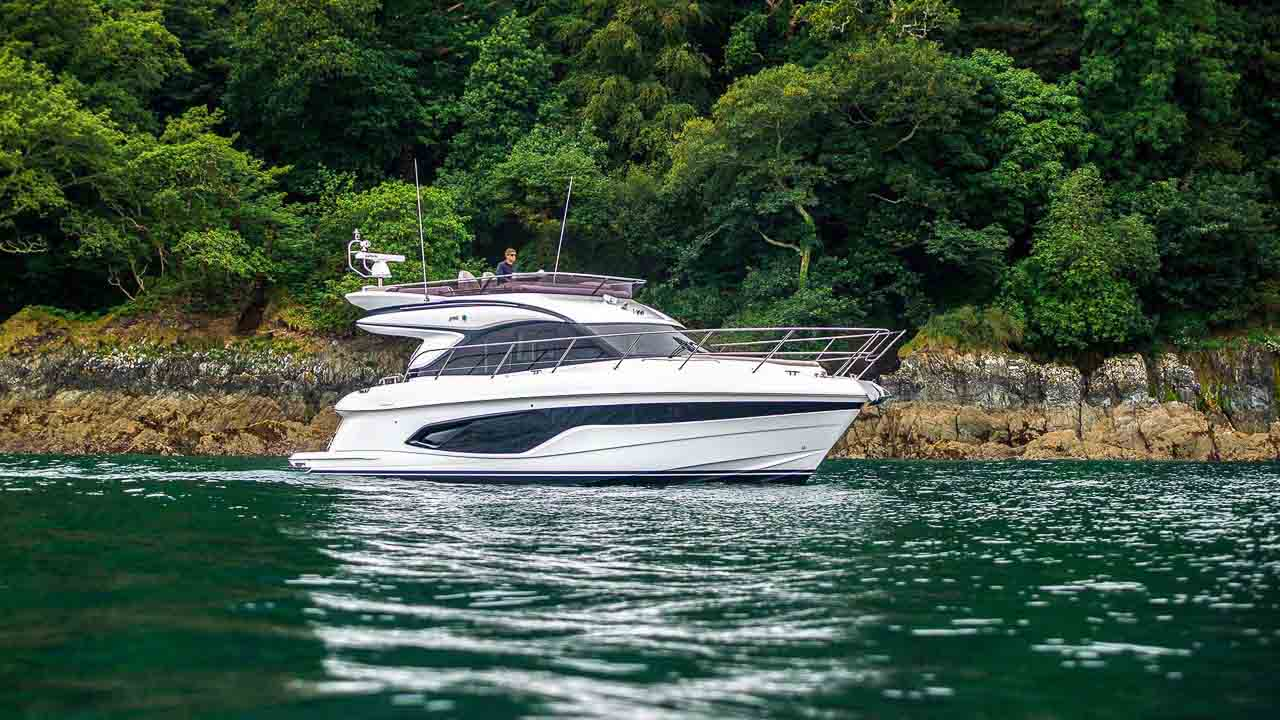 10-f45-exterior-white-hull-11