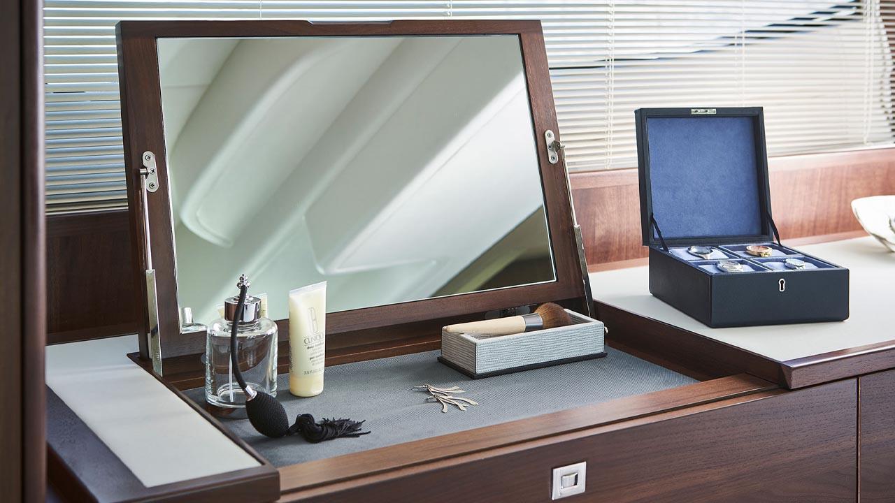 10-f50-interior-owners-dressing-table-walnut-satin kopiera