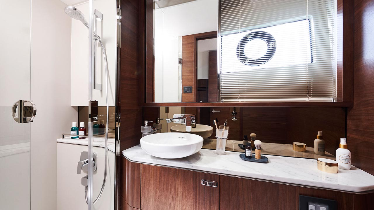 10-s62-interior-owners-stateroom-bathroom-walnut-satin