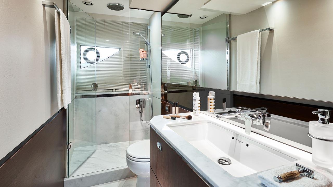 10-s66-interior-owners-bathroom-walnut-satin