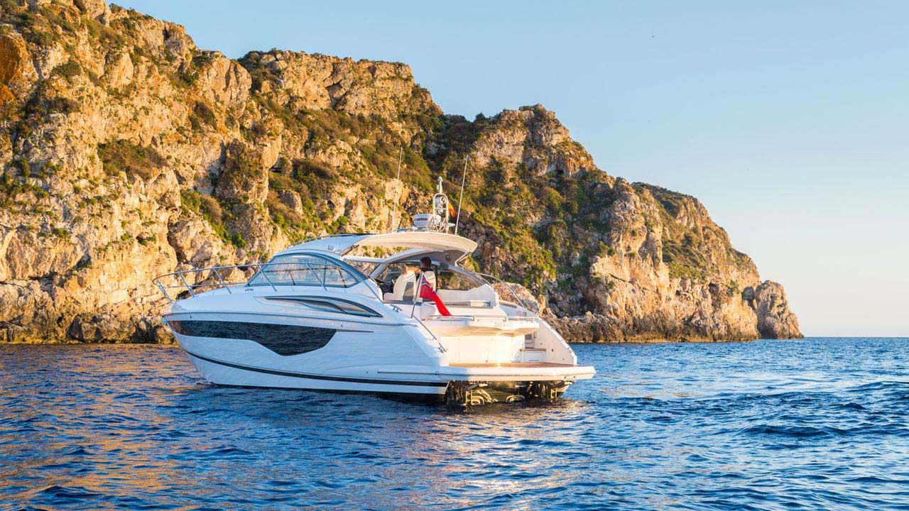 10-v40-exterior-white-hull-7