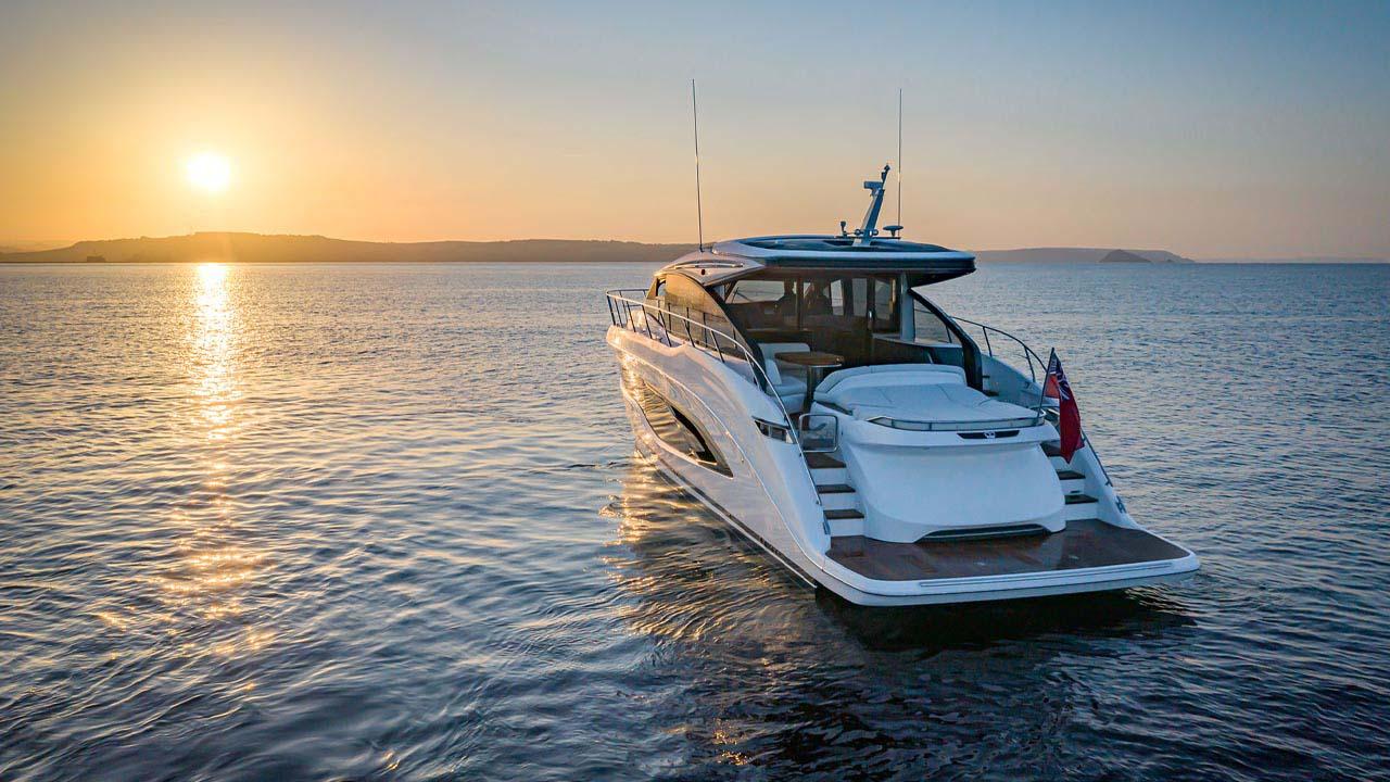 10-v55-exterior-white-hull-25