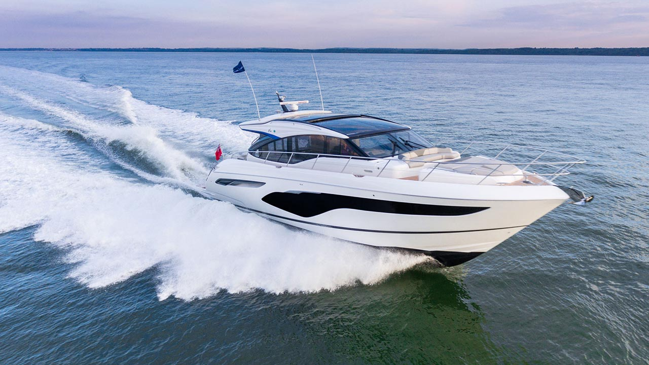 10-v60-exterior-white-hull-2
