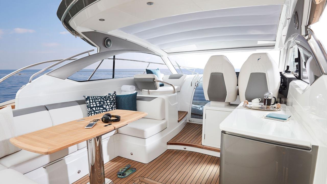 2-Princess-V40-exterior-main-deck-2