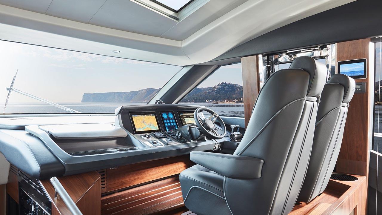 3-s78-interior-helm