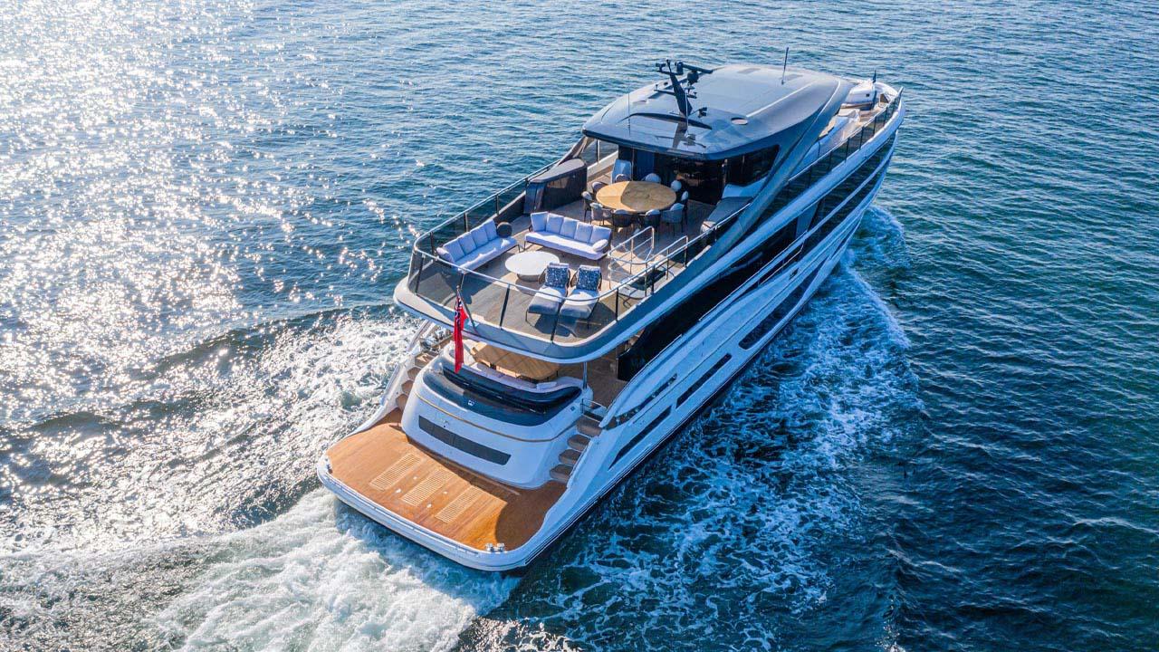 3-x95-exterior-white-hull-3