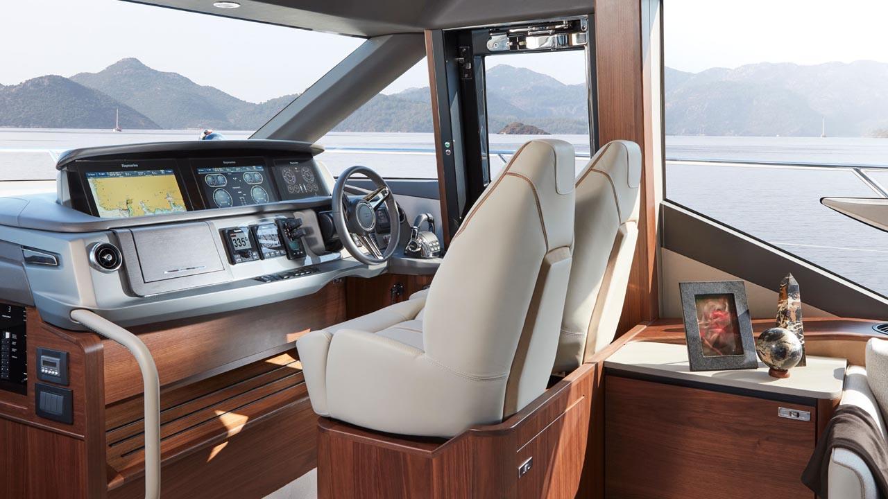4-Princess-62-interior-helm-american-walnut-satin