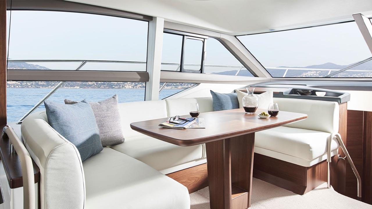 4-f50-interior-saloon-seating-walnut-satin kopiera