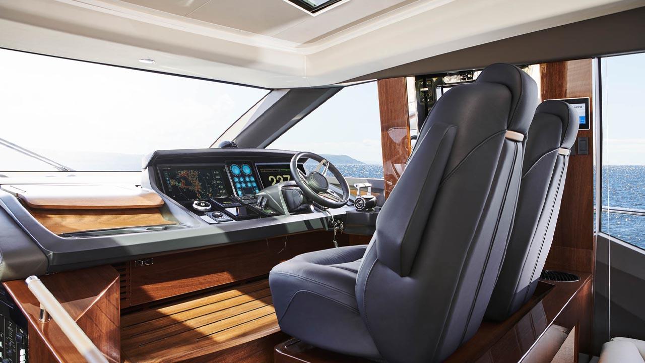 4-v78-interior-helm-walnut-gloss