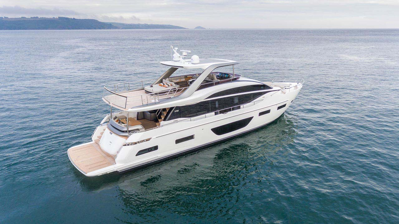 4-y85-exterior-white-hull-10