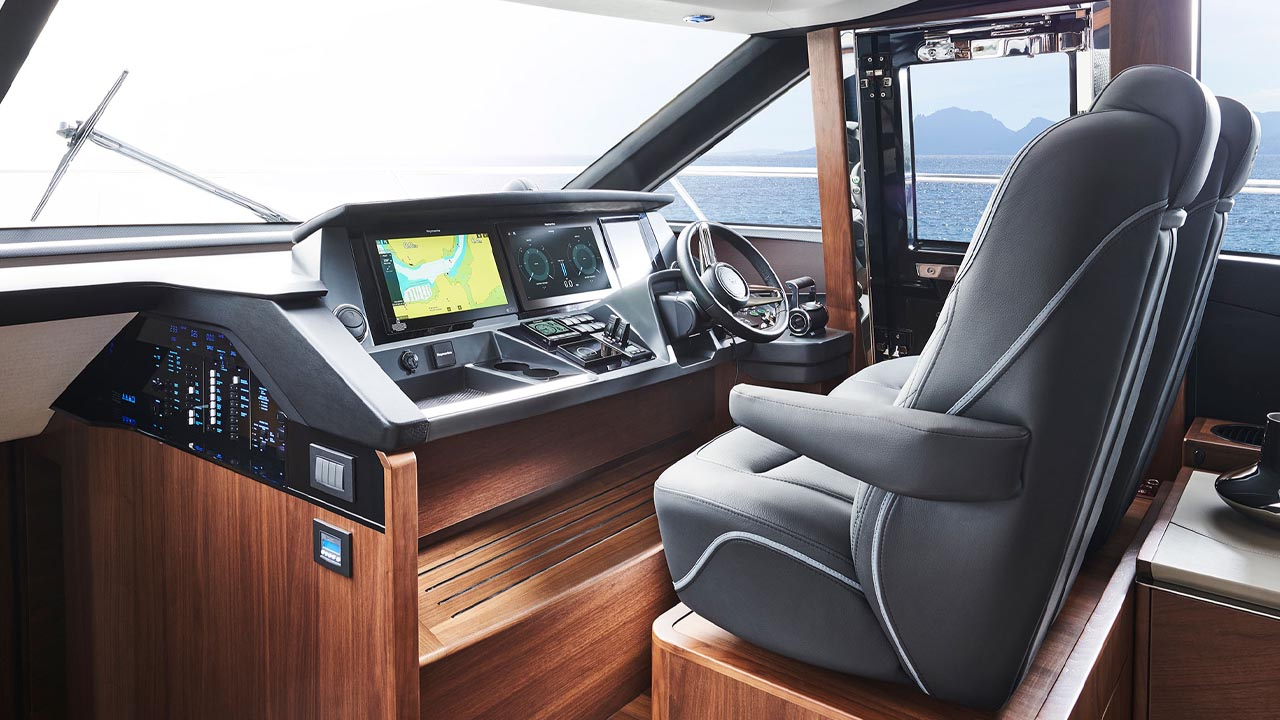 6-s66-interior-helm-walnut-satin