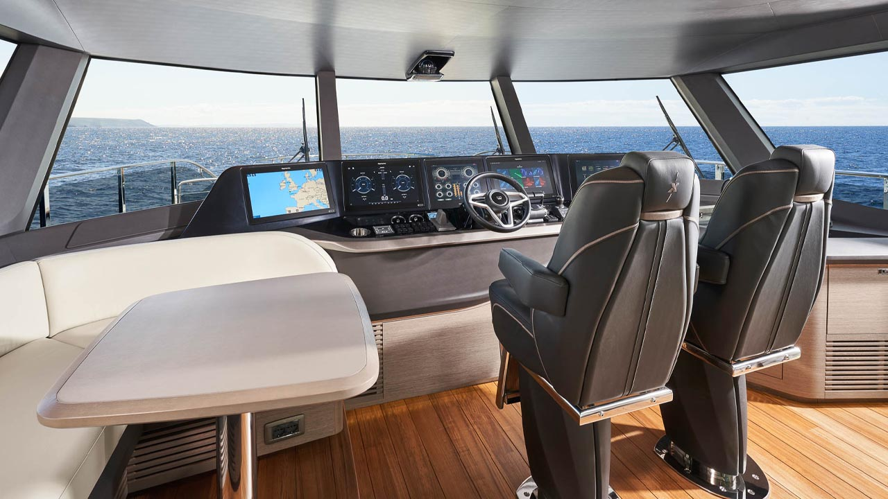 6-x95-slot-3-interior-helm-1