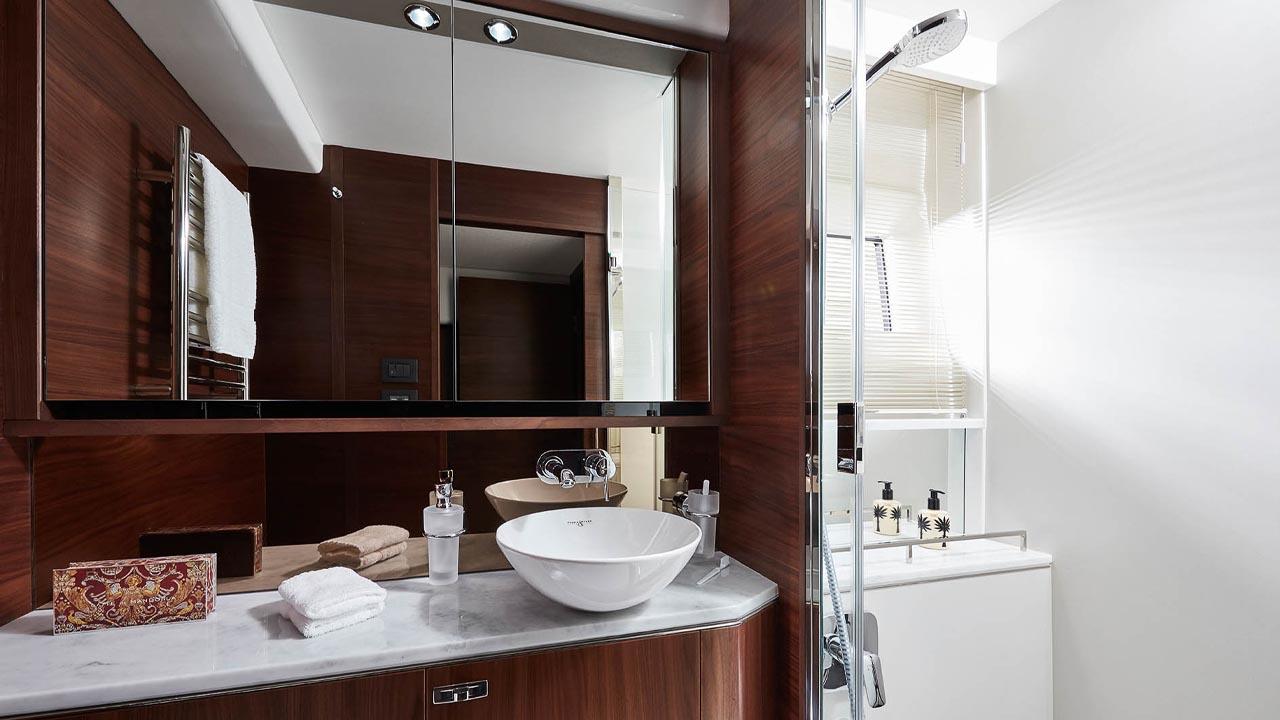7-62-interior-owners-bathroom-walnut-satin