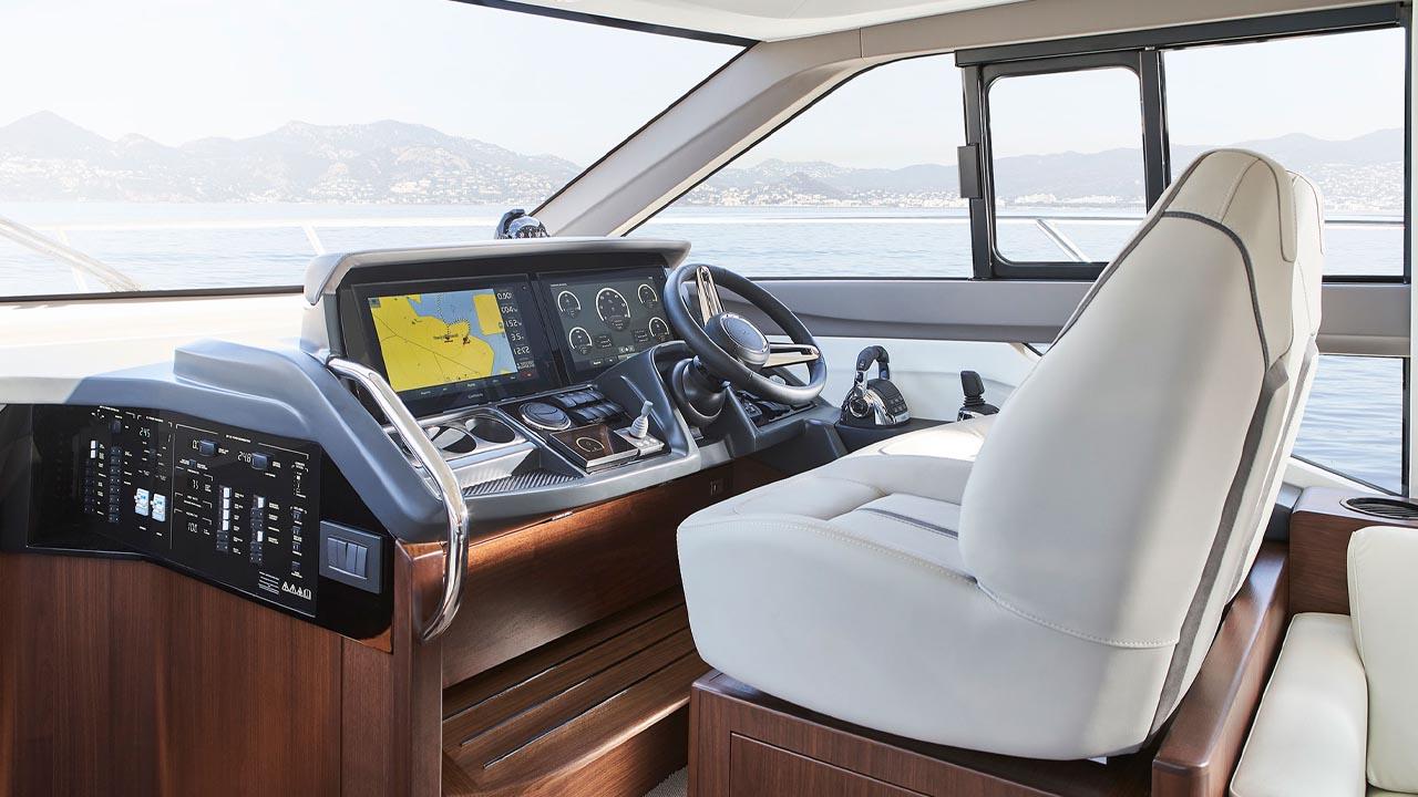 7-f50-interior-helm-walnut-satin