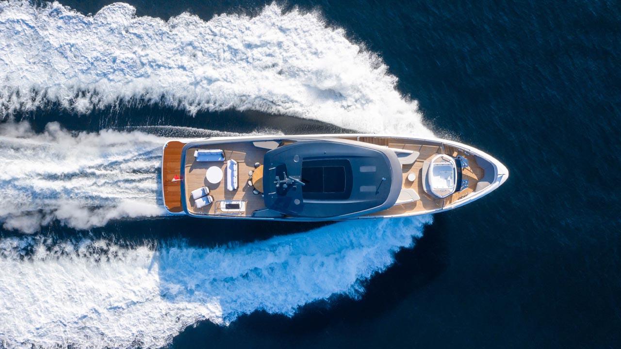 7-x95-exterior-white-hull-8
