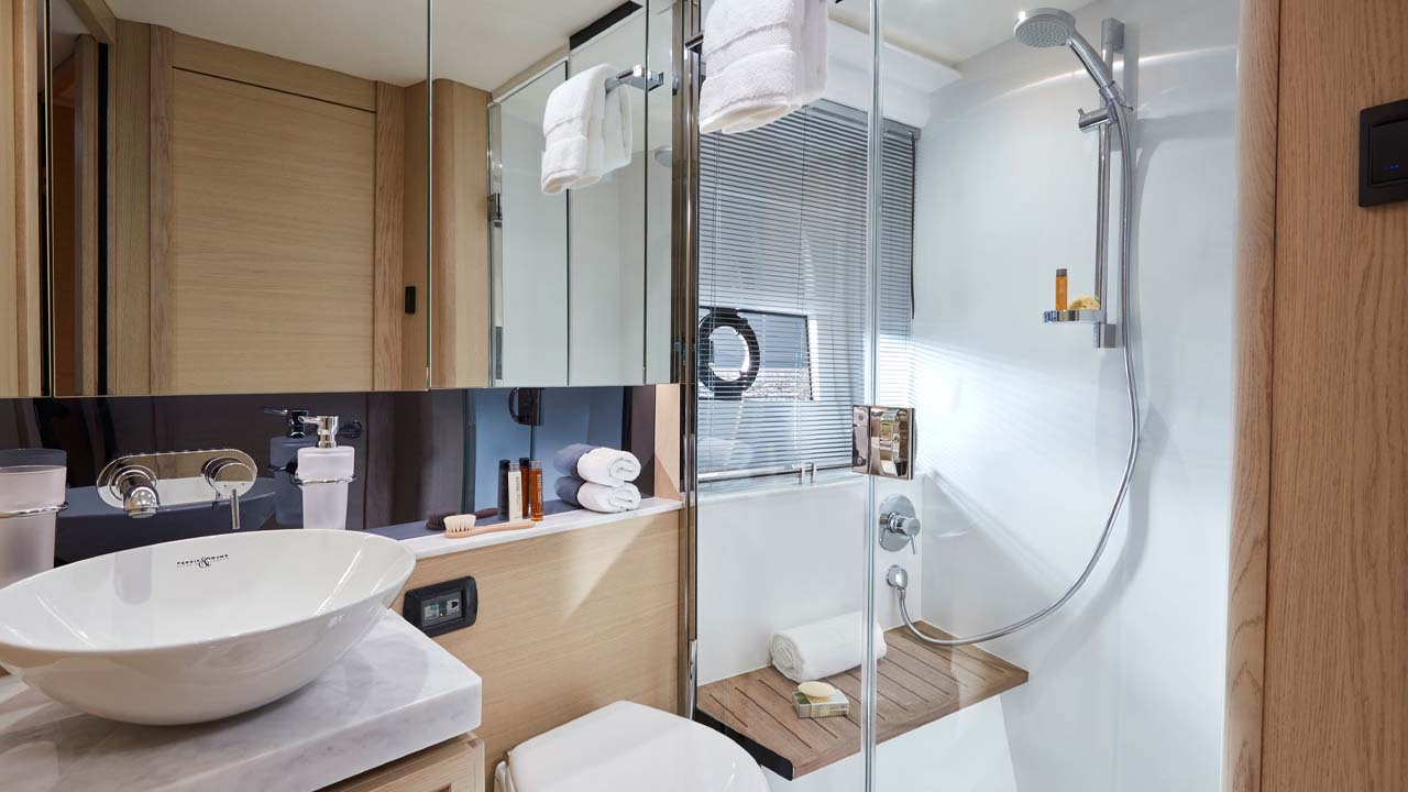 8-Princess-V40-interior-bathroom-alba-oak-satin