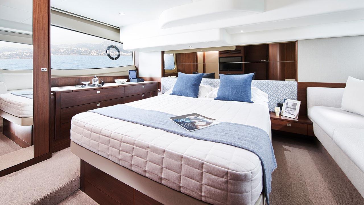 9-f50-interior-owners-stateroom-walnut-satin kopiera