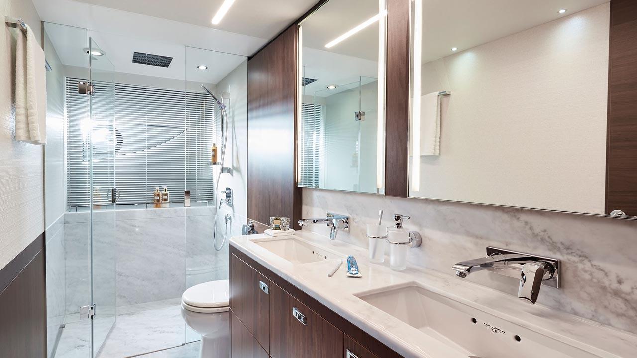 9-s78-interior-owners-bathroom