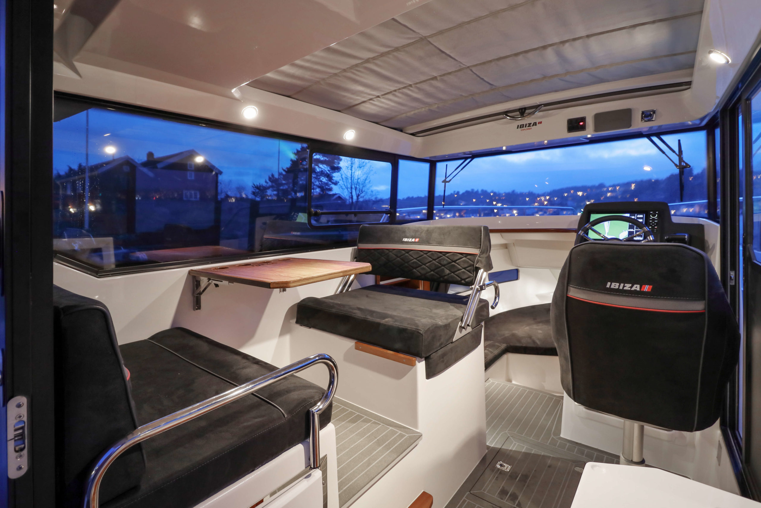 Ibiza_Explorer_cockpit_6488