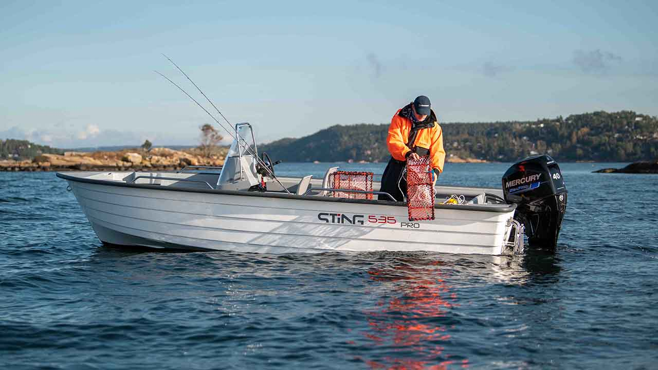 LR_535 Pro at sea - pulling crab trap
