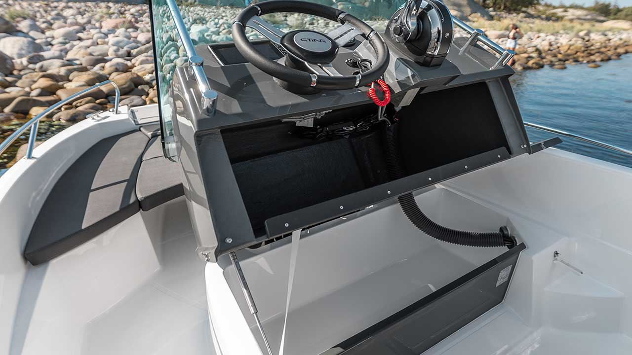 LR_Sting 530 S storage space in console