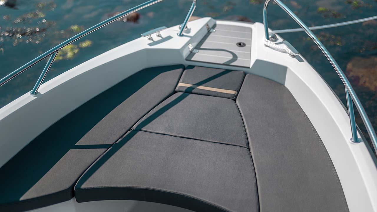 Sting 530 S details - sunbed bow
