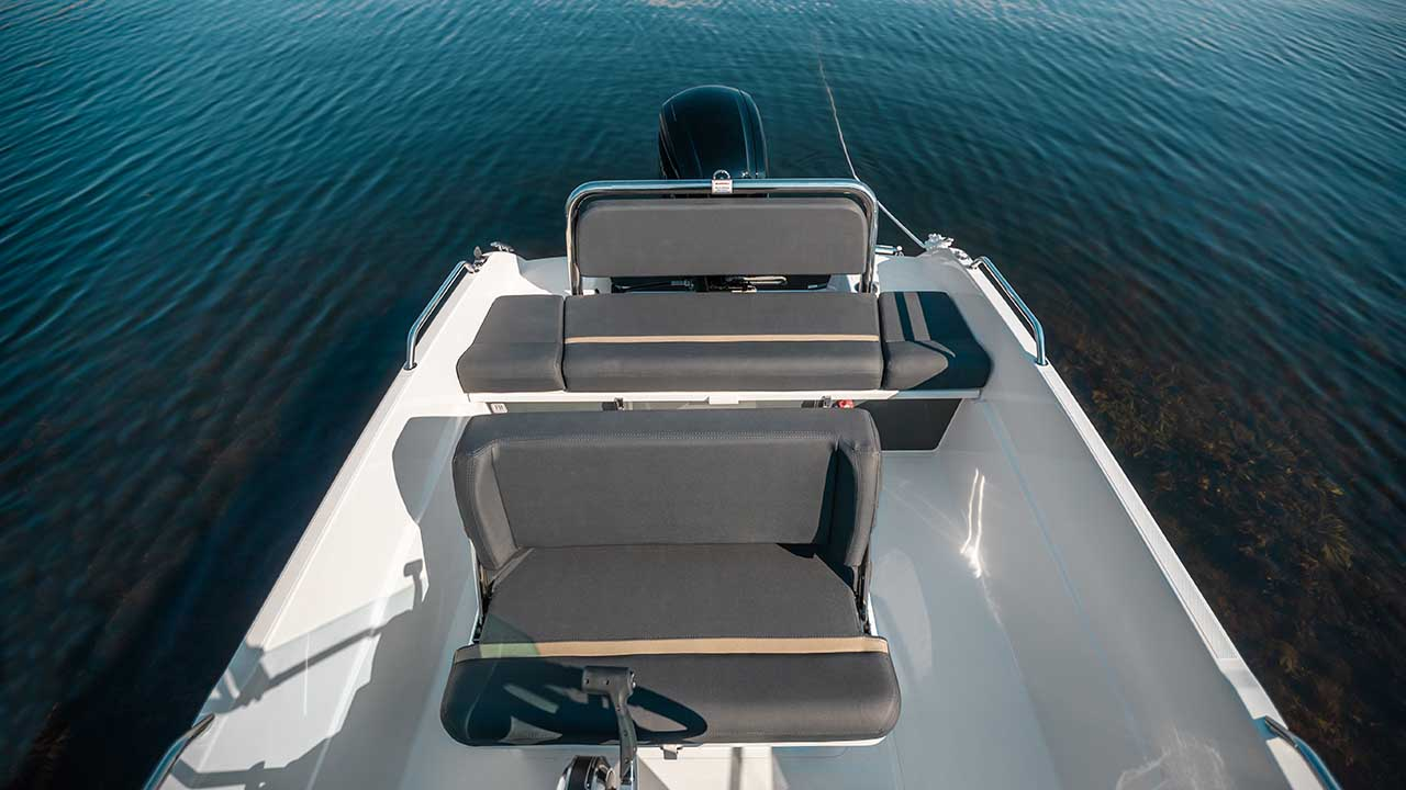 Sting 530S details - drivers bench and aft bench
