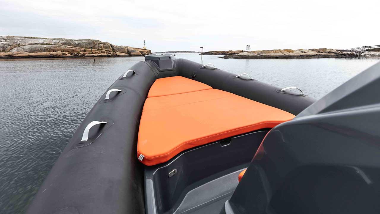 Zodiac - Medline 7.5 - details black with orange - sunbed bow
