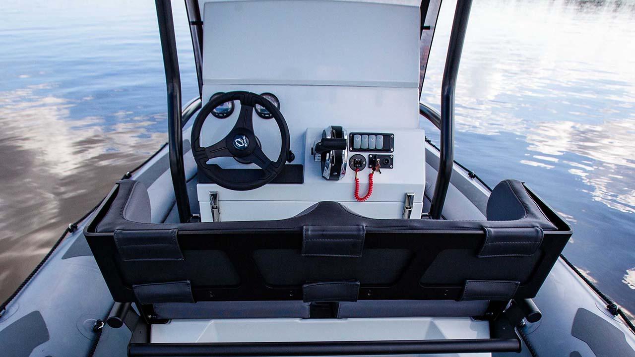 Zodiac Pro 5.5 cockpit seen from stern