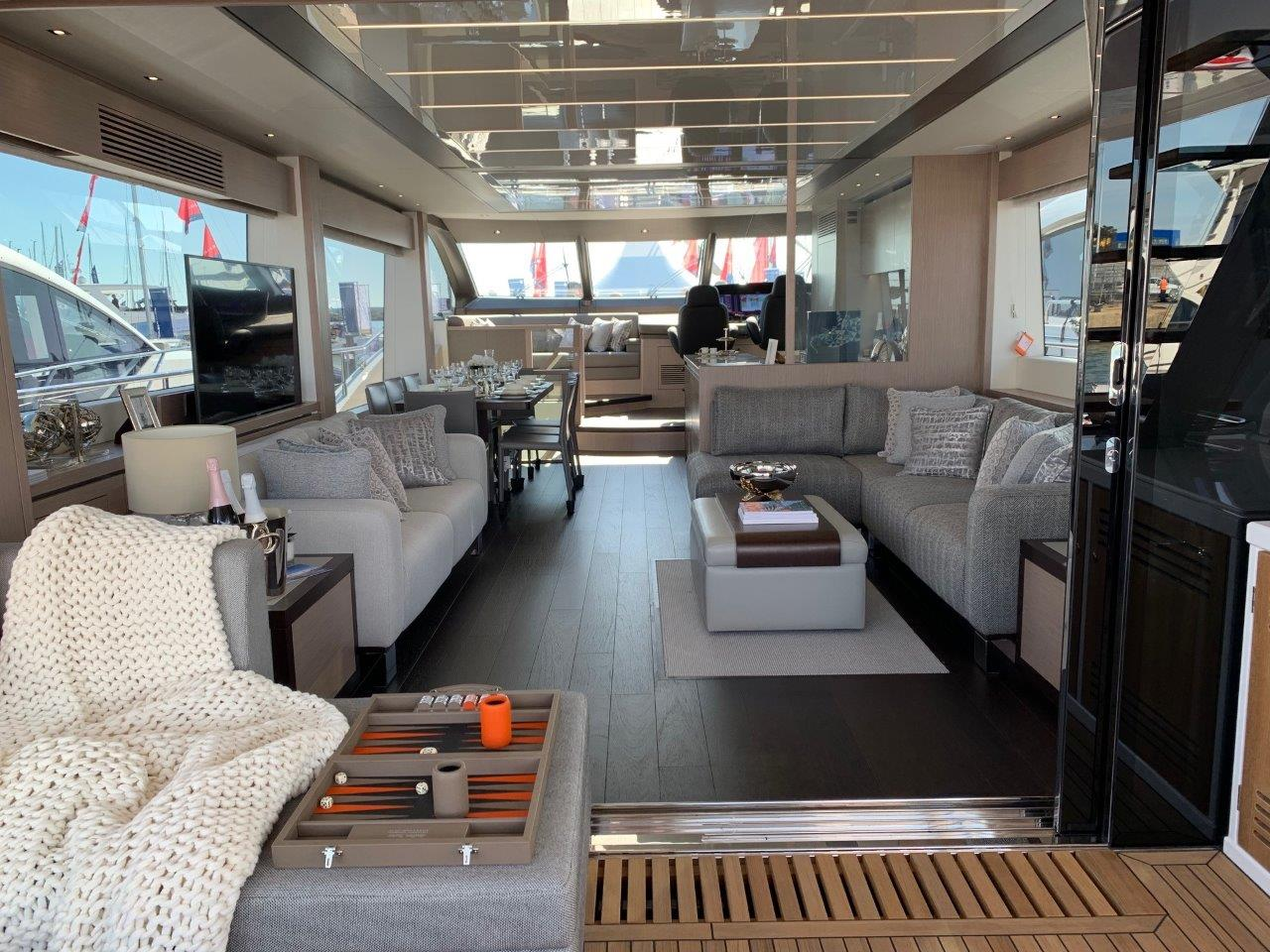76 Yacht - Split Interior (11)