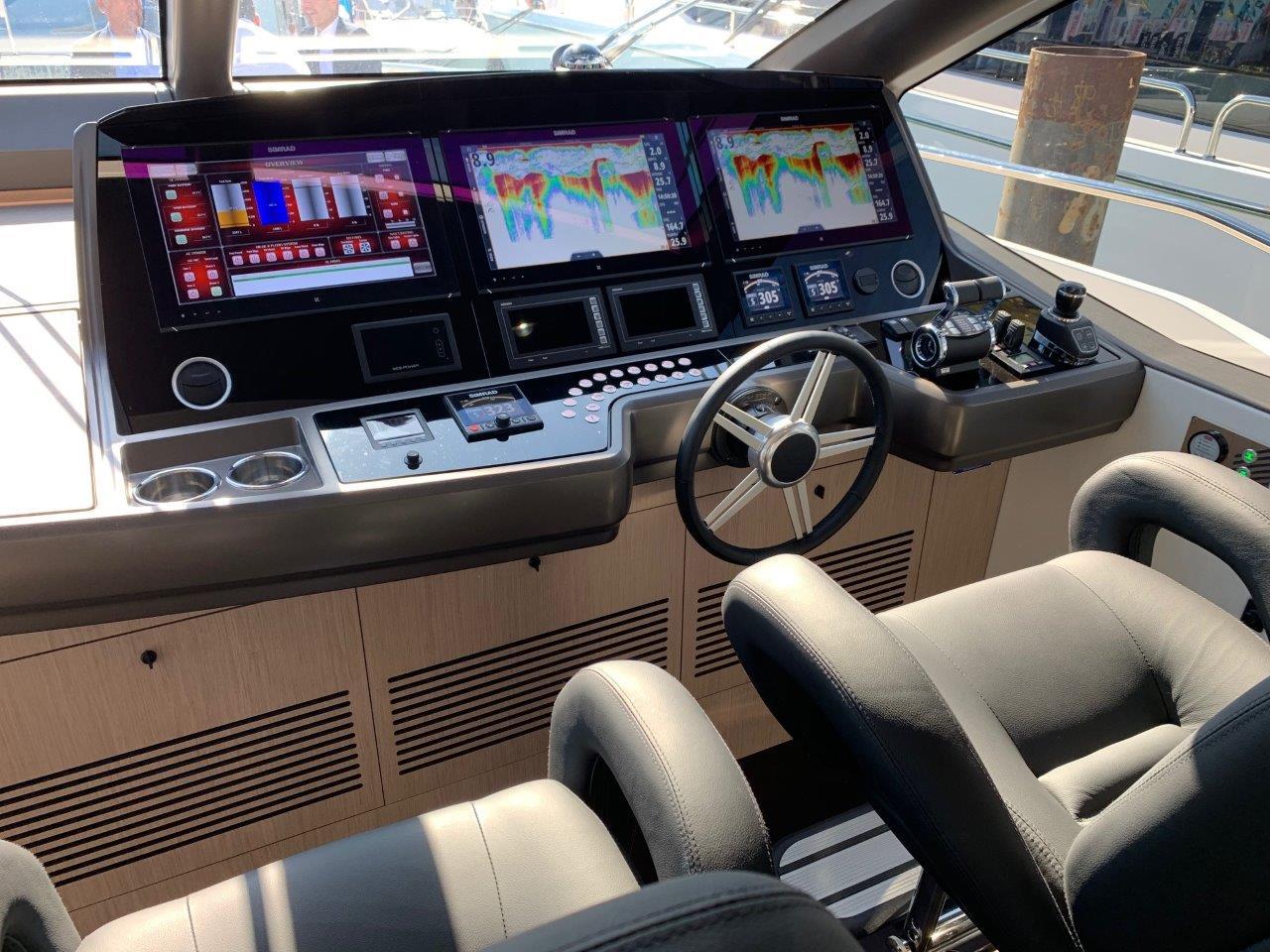 76 Yacht - Split Interior (15)