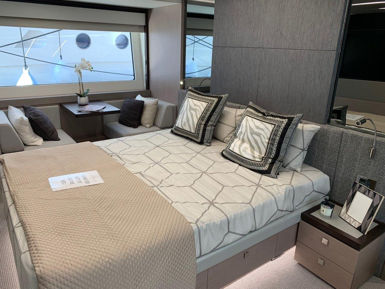 76 Yacht - Split Interior (16)