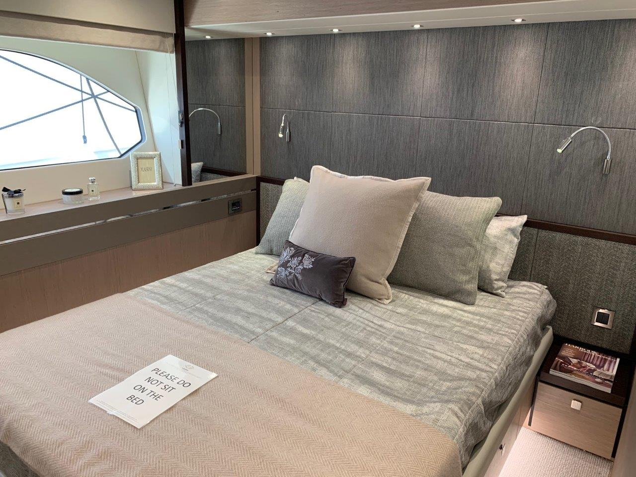 76 Yacht - Split Interior (18)