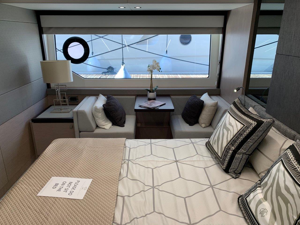 76 Yacht - Split Interior (21)