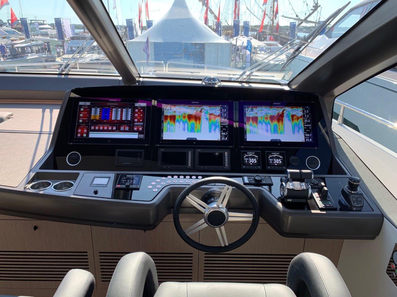 76 Yacht - Split Interior (22)