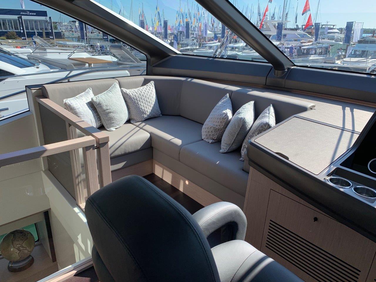 76 Yacht - Split Interior (23)