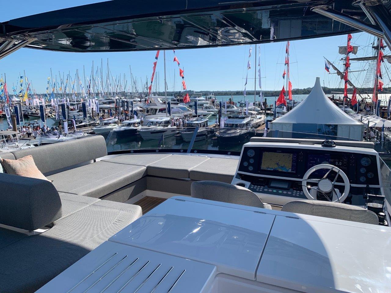 76 Yacht - Split Interior (25)
