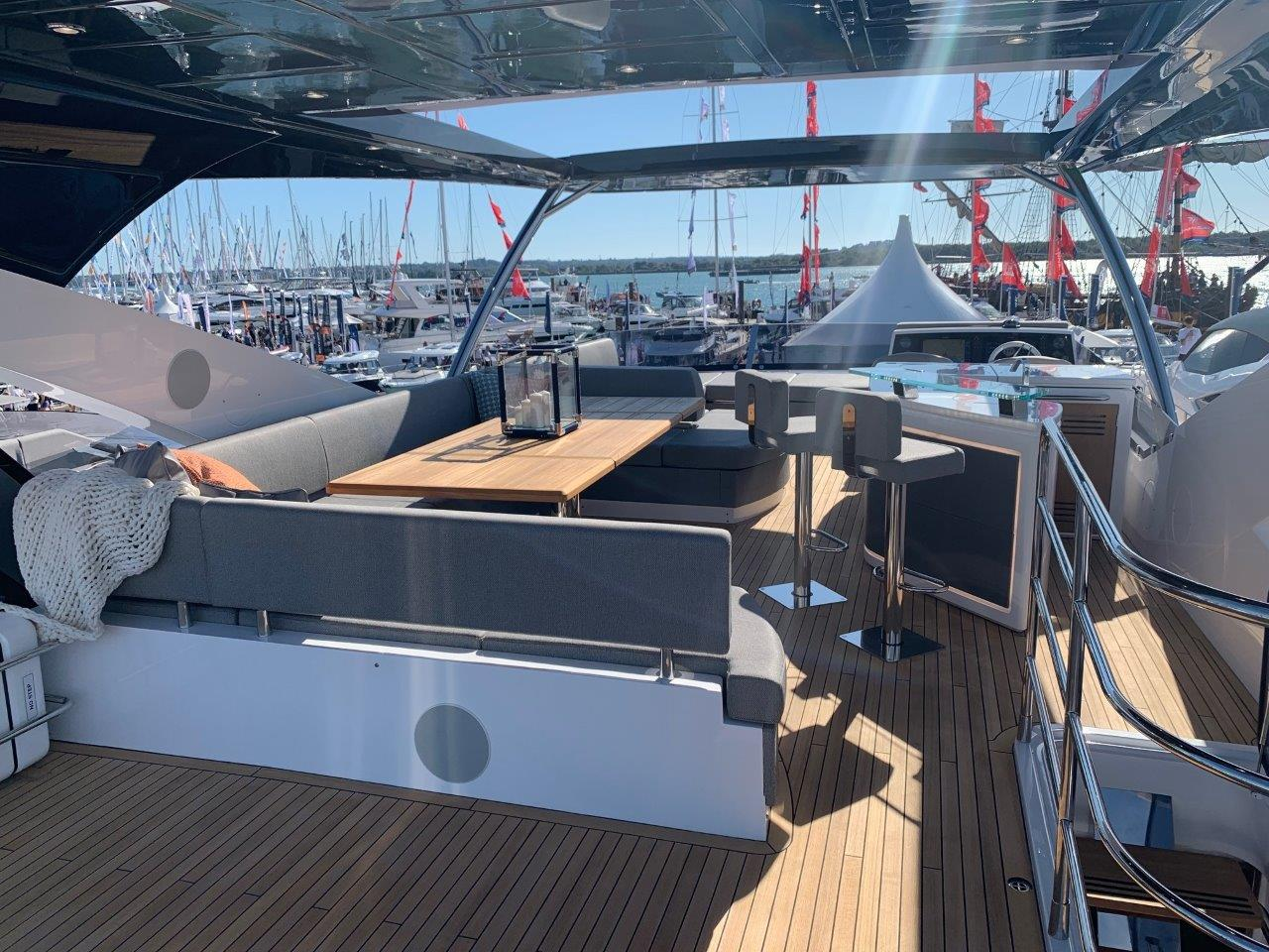 76 Yacht - Split Interior (27)