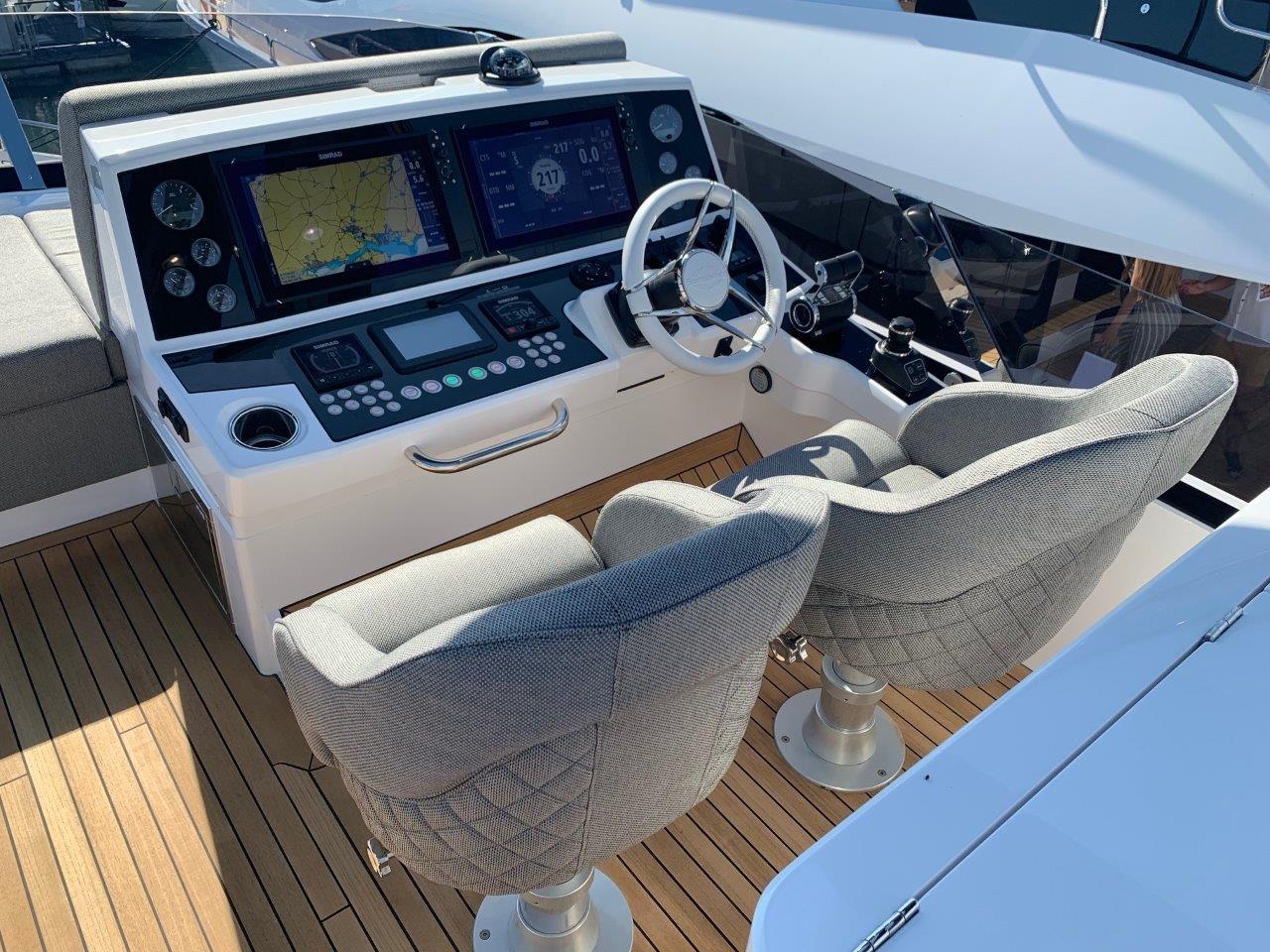 76 Yacht - Split Interior (28)