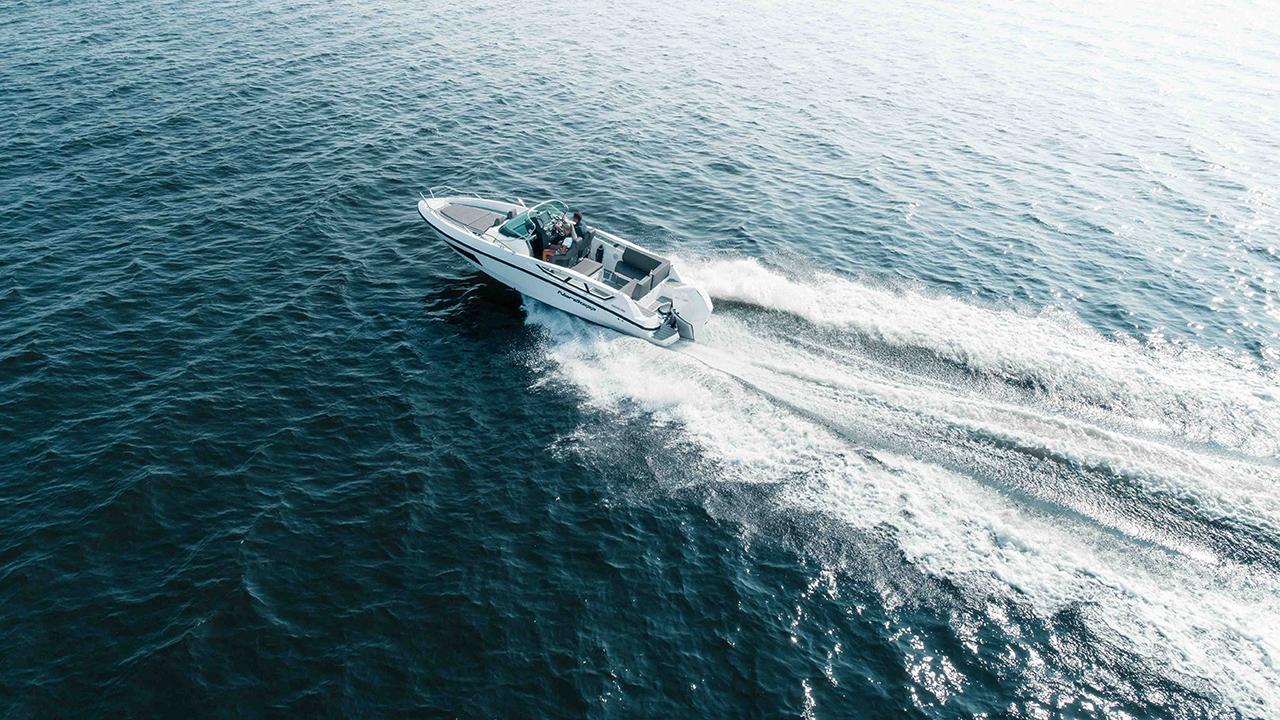 LR_Enduro 805 at sea_seen from air