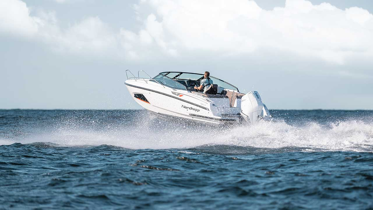Noblesse 720 at sea - driving seen from aft port