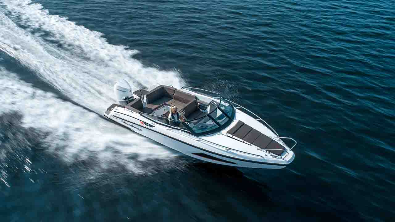 Noblesse 720 at sea - driving seen from air