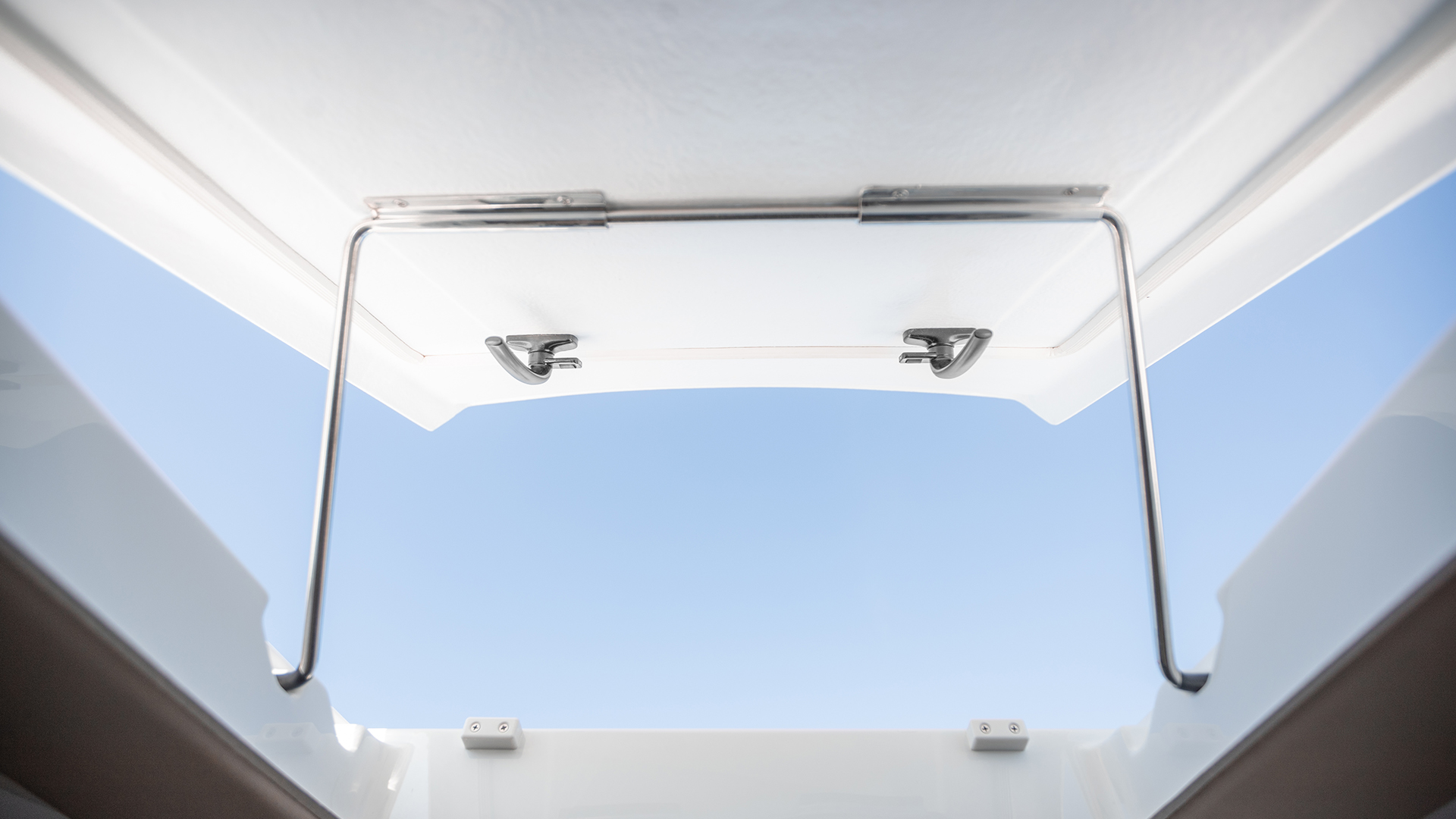 Noblesse 720 cabin roof hatch