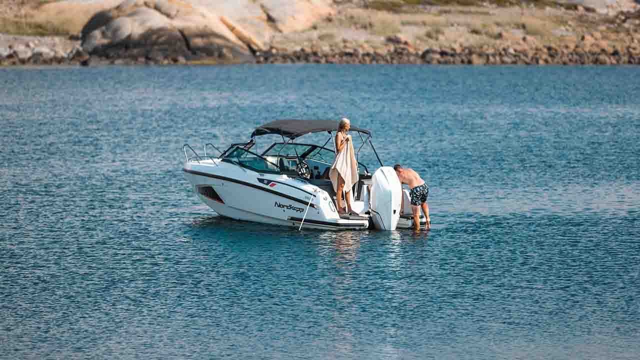 Noblesse 720 docked - boat overview with sun roof