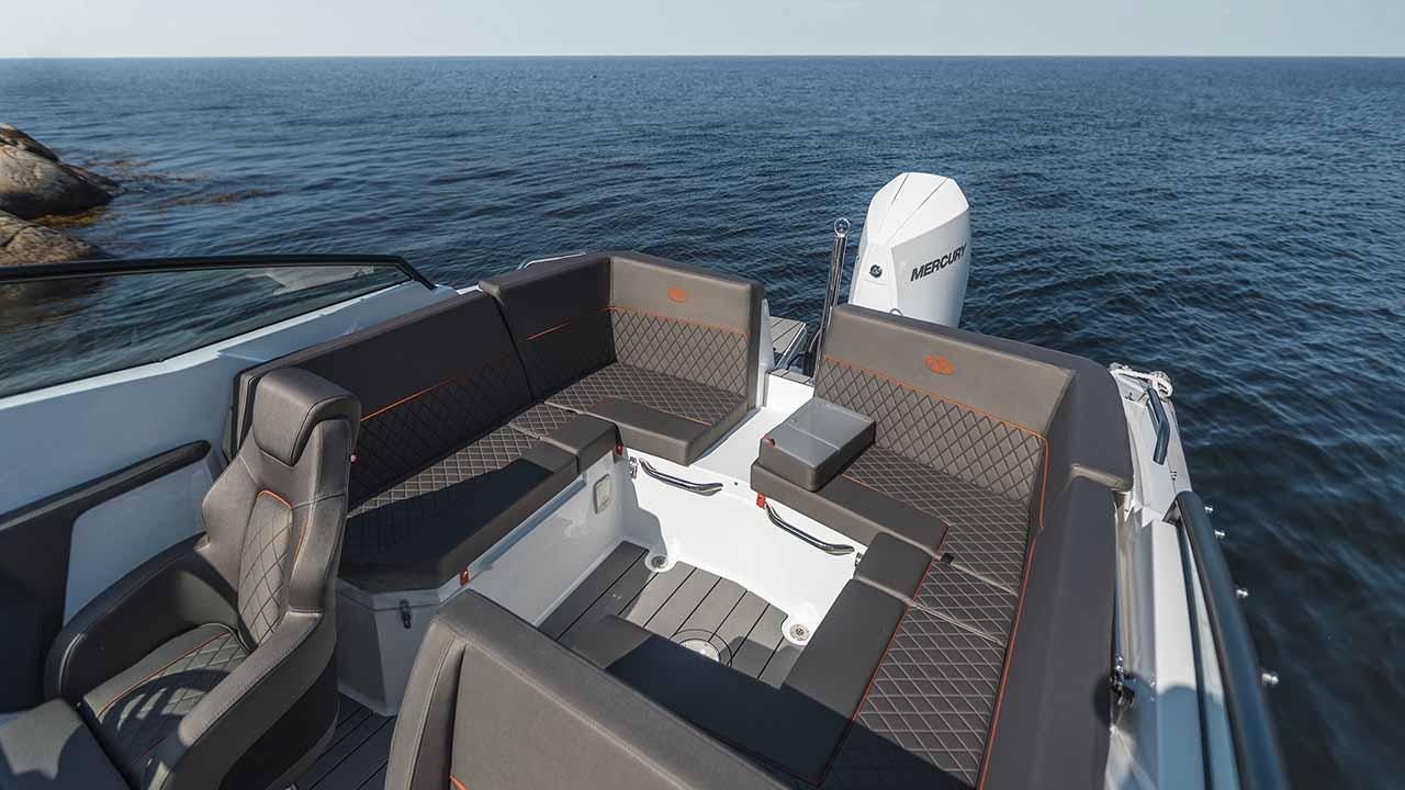 Noblesse 720 docked - cockpit aft overview