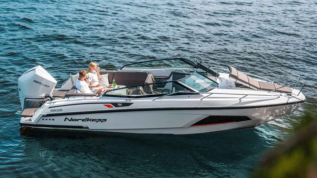 Noblesse 720 - full boat picture