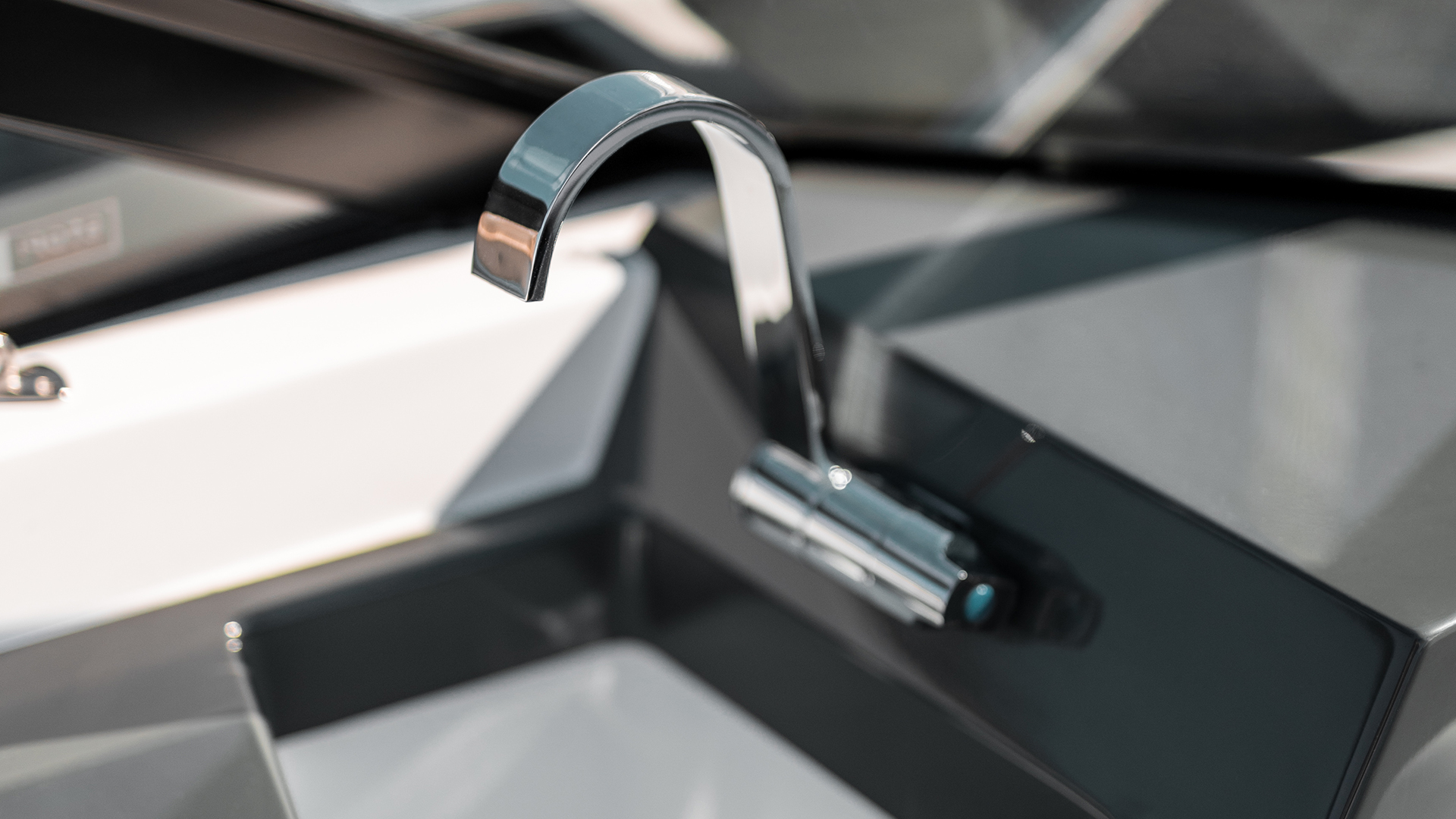Noblesse 720 sink and tap