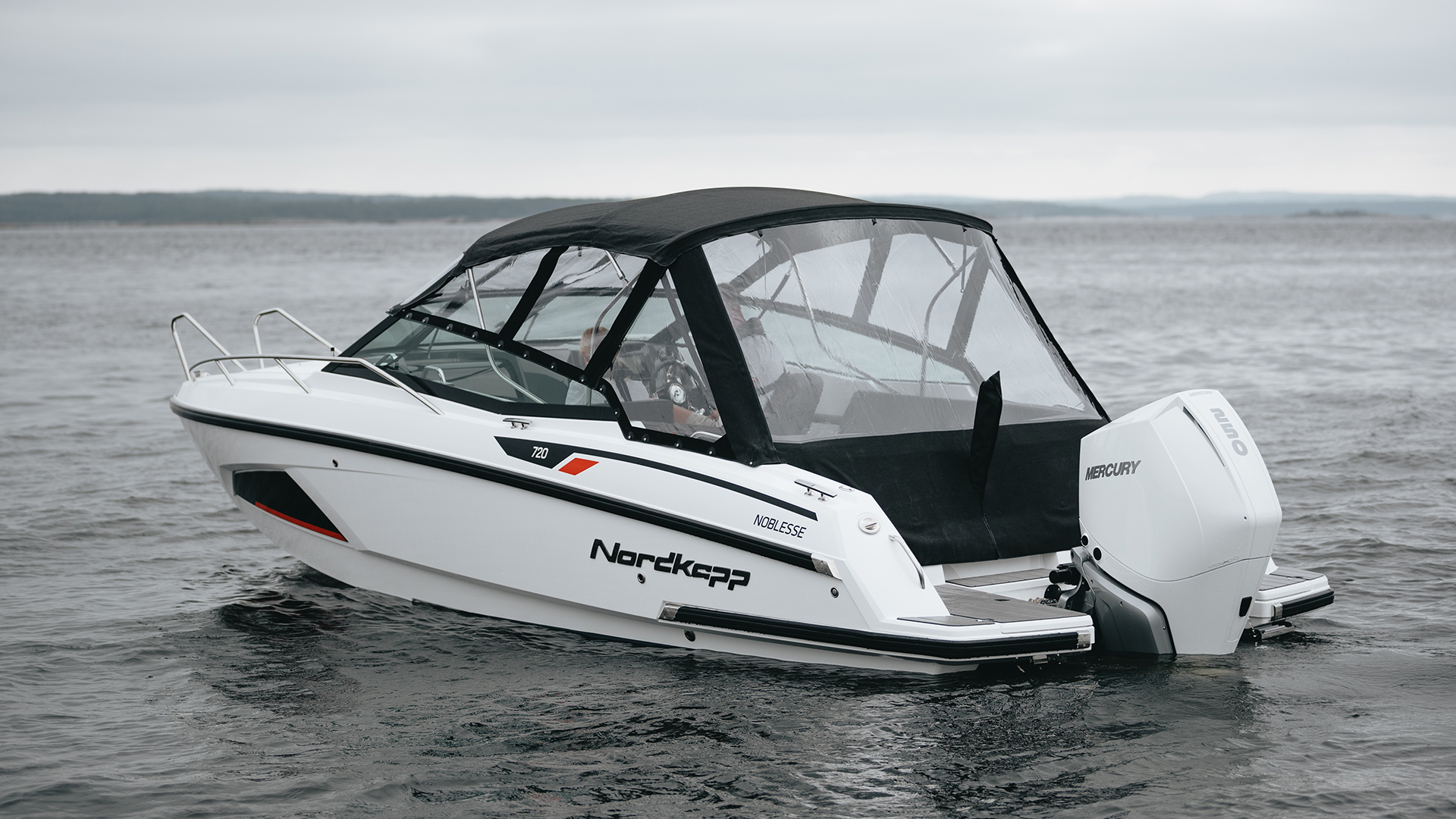 Noblesse 720 with canopy